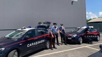 I carabinieri davanti all'azienda (FotoFiocchi)