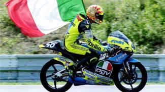 Valentino Rossi in 125 in una foto del 1996 (Ansa)