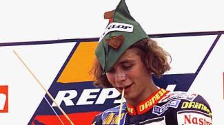 Valentino Rossi festeggia una vittoria nella Classe 125 a Donington Park (1997)