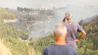 L' incendio di vaste dimensioni nei territori di Giarratana e Monterosso Almo (Ansa)