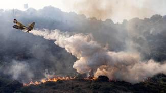 L'incendio sul Monte Catillo, a Tivoli (Ansa)