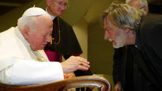 Gino Strada ricevuto da Papa Giovanni Paolo II (Ansa)