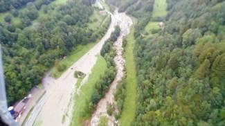 Esondato il fiume Oglio in Valcamonica (Ansa)