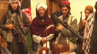 I talebani nel palazzo presidenziale di Kabul (fermo immagine Al Jazeera)