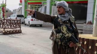 Talebani con i fucili made in Usa (Ansa)