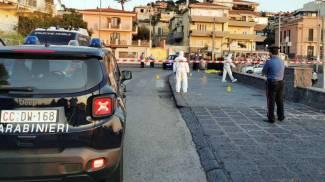I carabinieri al lavoro dopo l'omicidio di Vanessa Zappalà (Ansa)