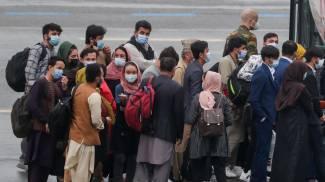 Continuano le evacuazioni all'aeroporto di Kabul (Ansa)