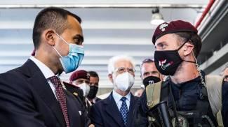 Di Maio con un militare del Tuscania