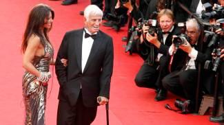 Jean-Paul Belmondo con Barbara Gandolfi a Cannes nel 2011 (Ansa)