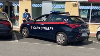 I carabinieri sul luogo di una delle due rapine