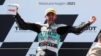 Dennis Foggia festeggia la vittoria in Moto3 (Ansa)