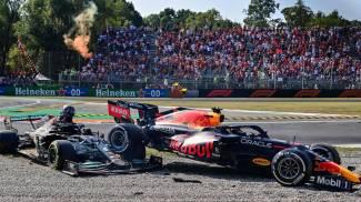 La Red Bull sopra la Mercedes dopo l'incidente (Ansa)