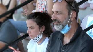 A sinistra Gali Peleg, zia materna del piccolo Eitan e il nonno, Shmulik Peleg di 58 anni