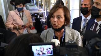 Il ministro Luciana Lamorgese con i cronisti (foto Ansa)