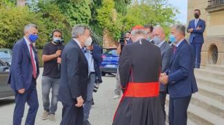 L'arrivo del presidente del Consiglio Mario Draghi alla Bologna Business School (Ansa)