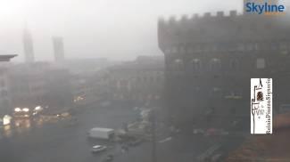 Il temporale su piazza della Signoria a Firenze