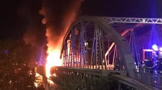 Il ponte dell'Industria, a Roma in zona Ostiense, a fuoco (Dire)